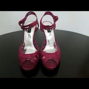 NWOT WHBM sandals Pink faux croc. Size 8M